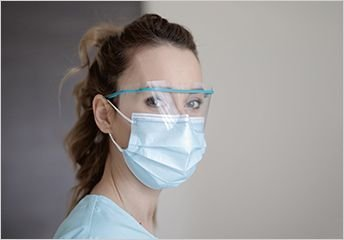 Medical_Staff_Wearing_Safety_Visor_and_Protective_Mask_344px.jpg