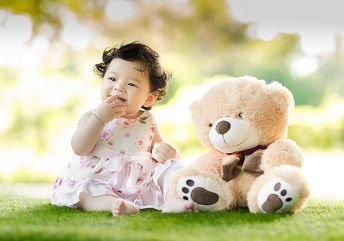 SG_18419_Girl_with_Bear.jpg