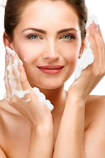 SGS_CRS_SafeGuardS_Beautiful_woman_cleaning_her_face_with_a_foam_treatment_344x516_EN_17_V1.jpg